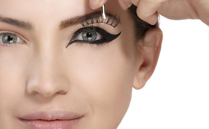 c00d62e59d6 Eye make-up step by step. How to apply false eyelashes?